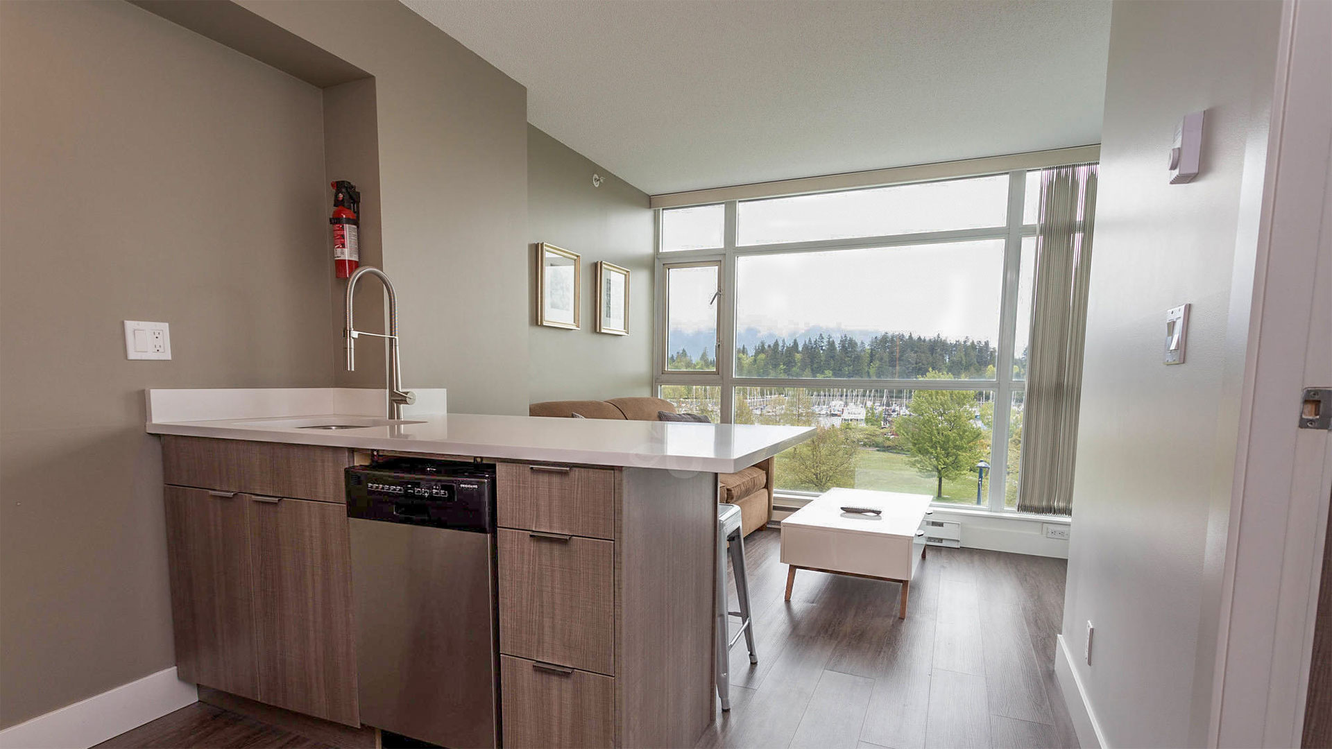 Lord Stanley Premium Plus Suite - Kitchen and Living Room
